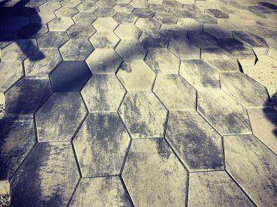 Techo-Bloc Hexa in Shale grey