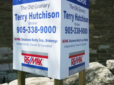 Commercial V shape real estate sign, installed in Oakville Ontario.