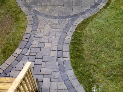 Lines lead your eye in landscape design