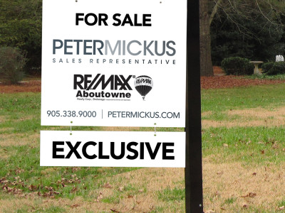 Real estate sign printed on reflective material. Great for 24hr visibility.