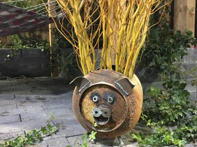 Art ads flair to gardens