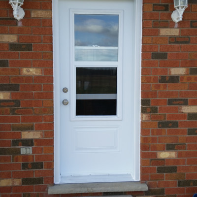 Door with 1/2 Venting lite
