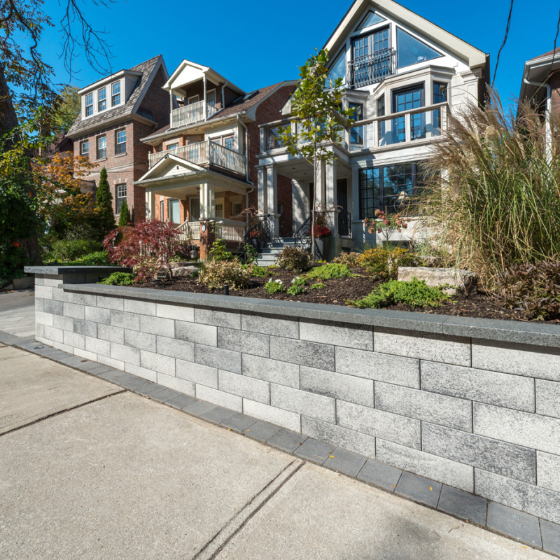 When matched with natural stone coping Unilock Bellmuro provides an outstanding modern finish!