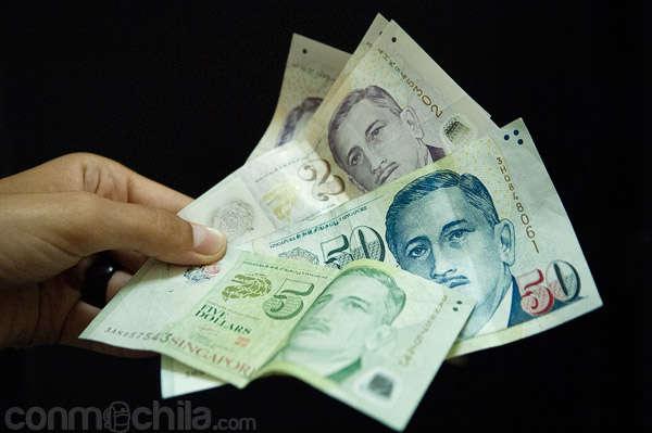 El Dólar de Singapur y los cajeros en este país