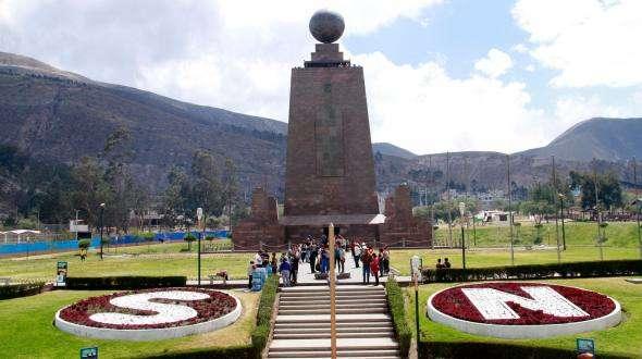 Ciudad Mitad del Mundo, el monumento que separa los dos hemisferios