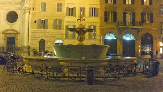 Piazza Farnese en Roma, un lugar mágico