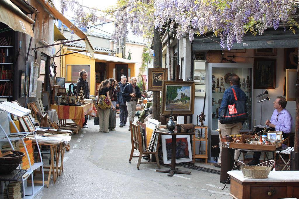 Un sitio de moda en París, el mercado de las pulgas