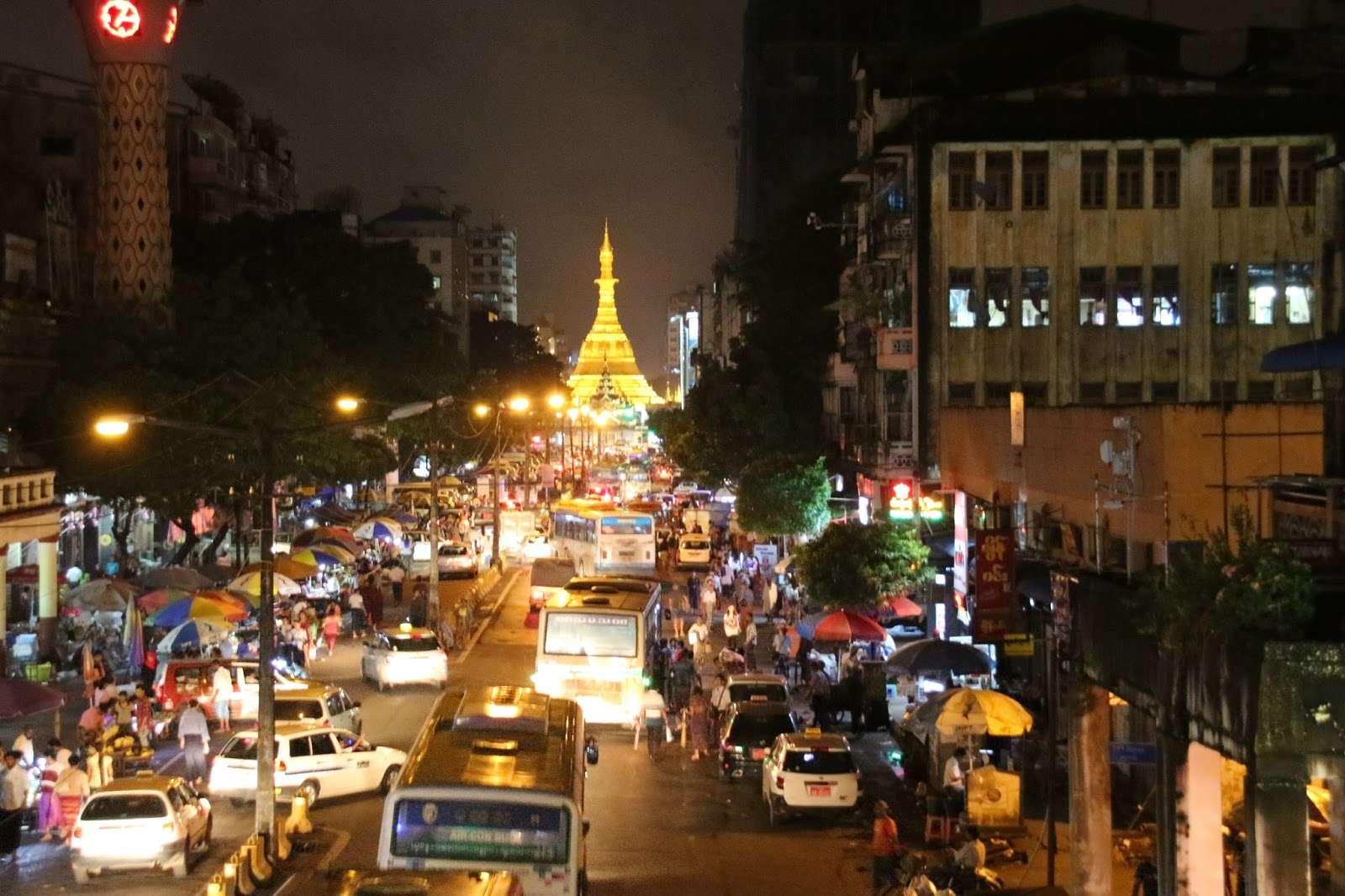 Yangón, la ciudad a los pies de la Shwedagon Pagoda