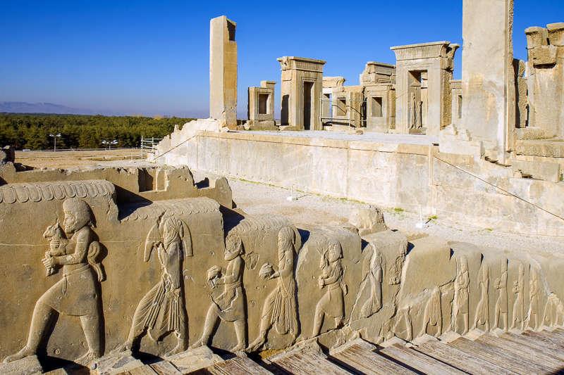 Explorando la antigua ciudad de Persépolis en Irán