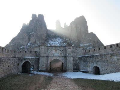 La fortaleza y rocas de Belogradchik y la cueva Magura