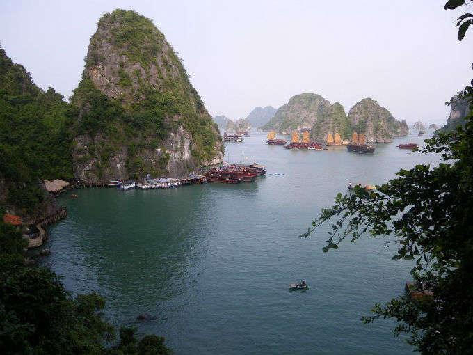 Halong bay: Una de las siete maravillas naturales del mundo