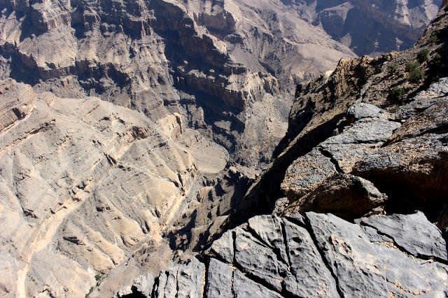 La montaña Jebel Shams y la antigua aldea de Al Hamra - Omán