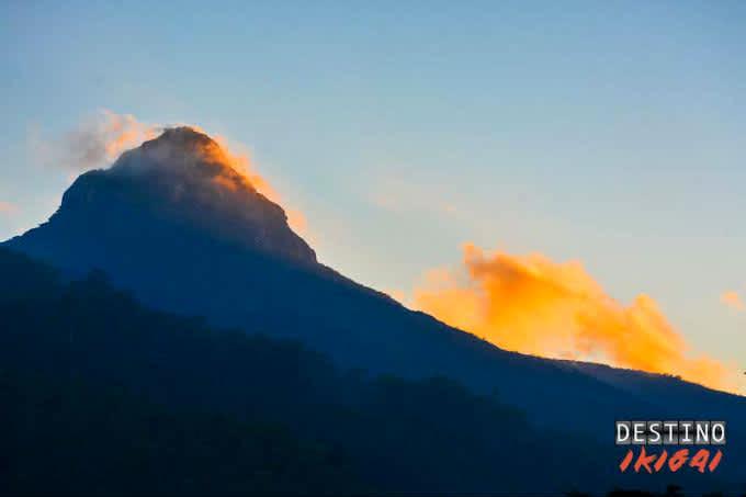 Escalar Adam´s Peak: Crónica del ascenso a la montaña sagrada de Sri Lanka