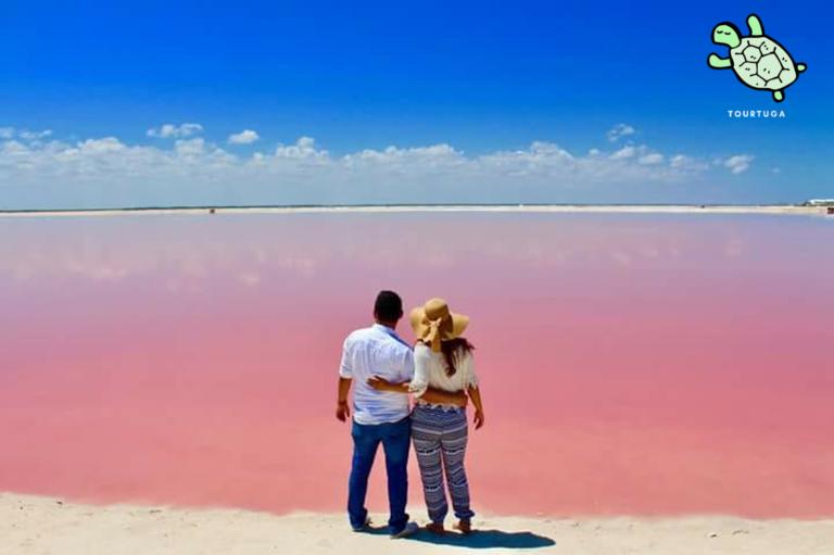 ¿Quieres ver el agua teñida de rosa? vívelo en: Las Coloradas, Yucatán, México