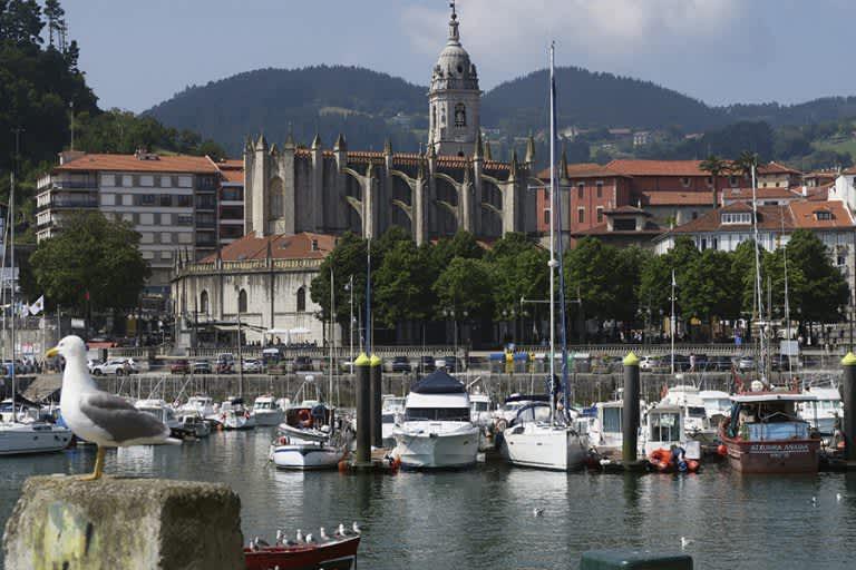 Caminamos sobre las aguas en Lekeitio en el País Vasco