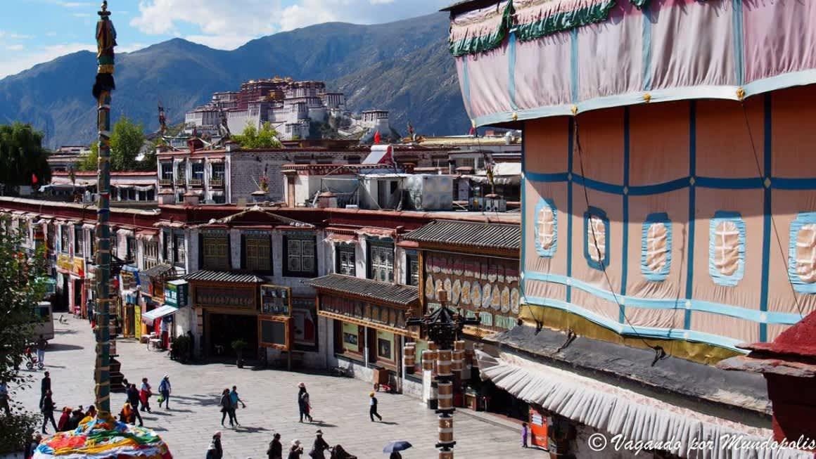 La calle Barkhor el corazón de Lhasa en China