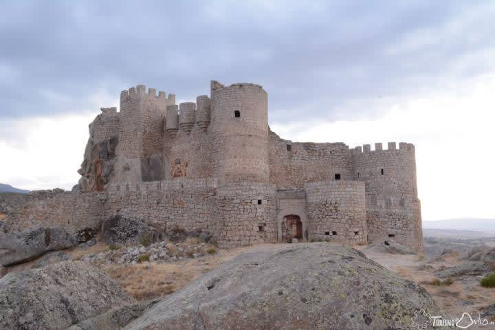 Visitar los Castillos en el valle Amblés