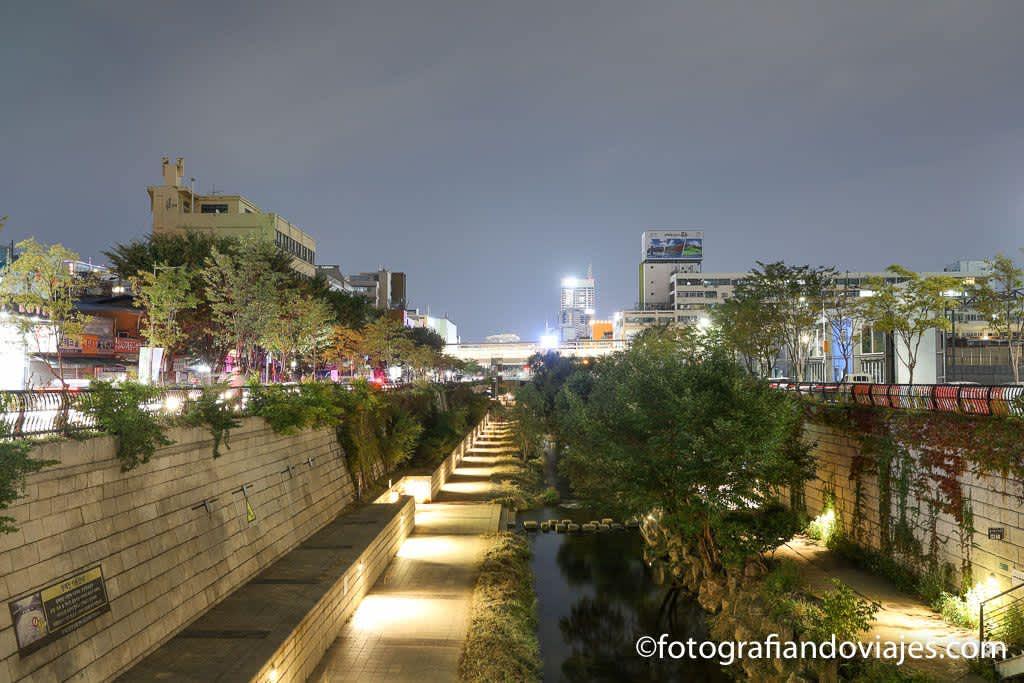 Paseos por Seúl. Arroyo Cheonggyecheon y Seoullo 7017