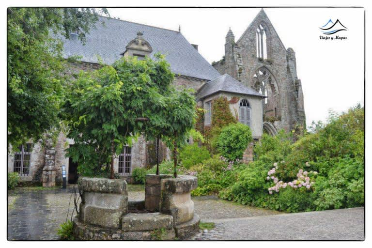 Día 4: Abadía de Beauport – Costa de granito rosa – Bosque de Huelgoat