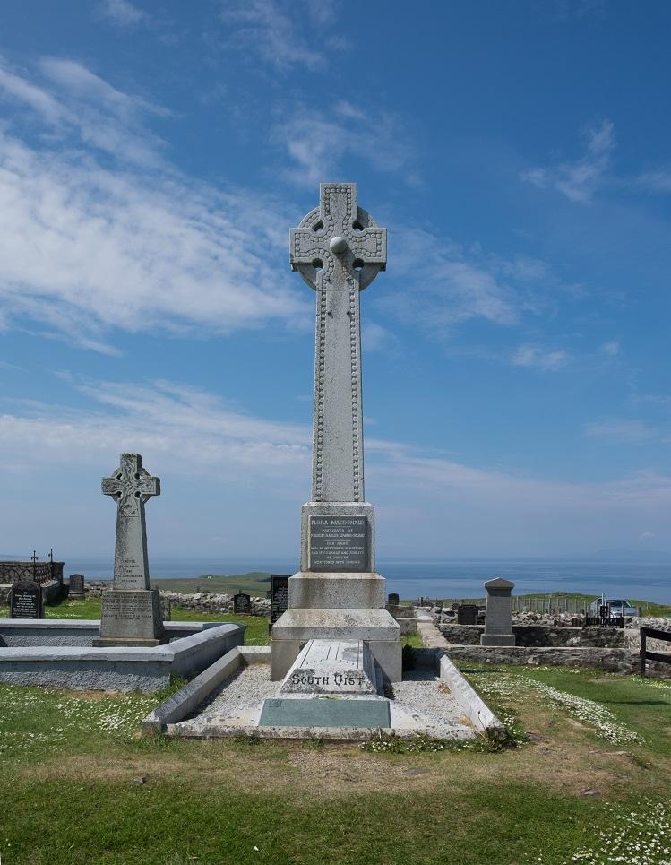 Vista de la Tumba de Flora MacDonald, en Skye. Fotografía propiedad de DeFacto, bajo licencia Creative Commons Attribution-Share Alike 4.0 International