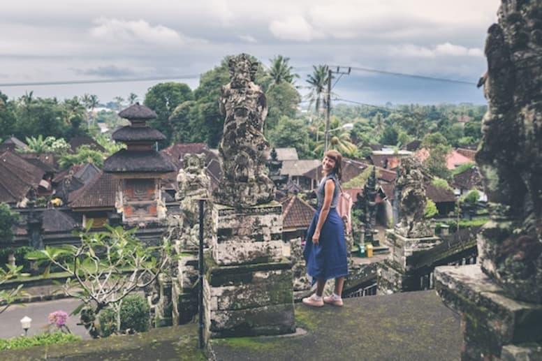 mulher tirando ano sabatico no sudeste asiatico
