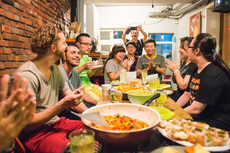 volunteers-having-diner-together-with-local-host-from-taiwan