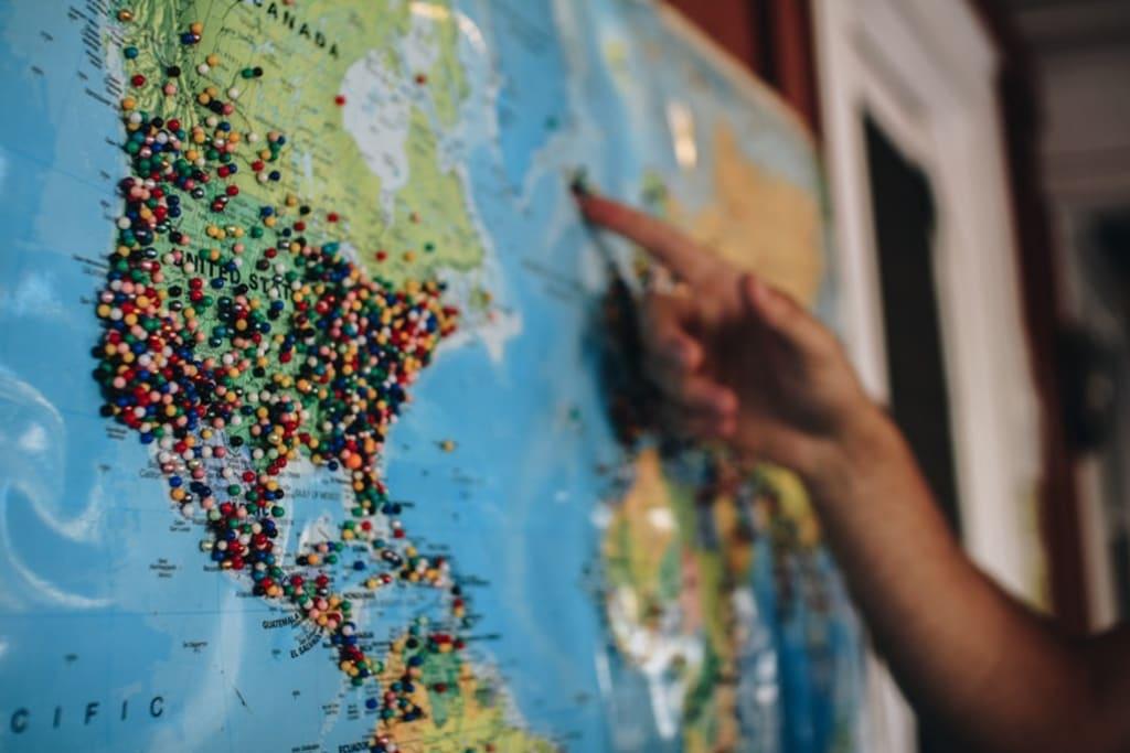 mapa com opções de hospedagem de graça pelo mundo