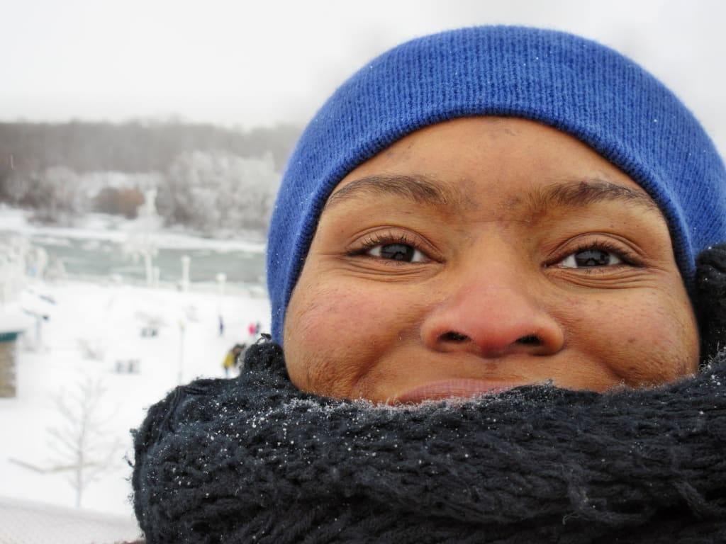 Mulher no inverno do estado de Nova Iorque