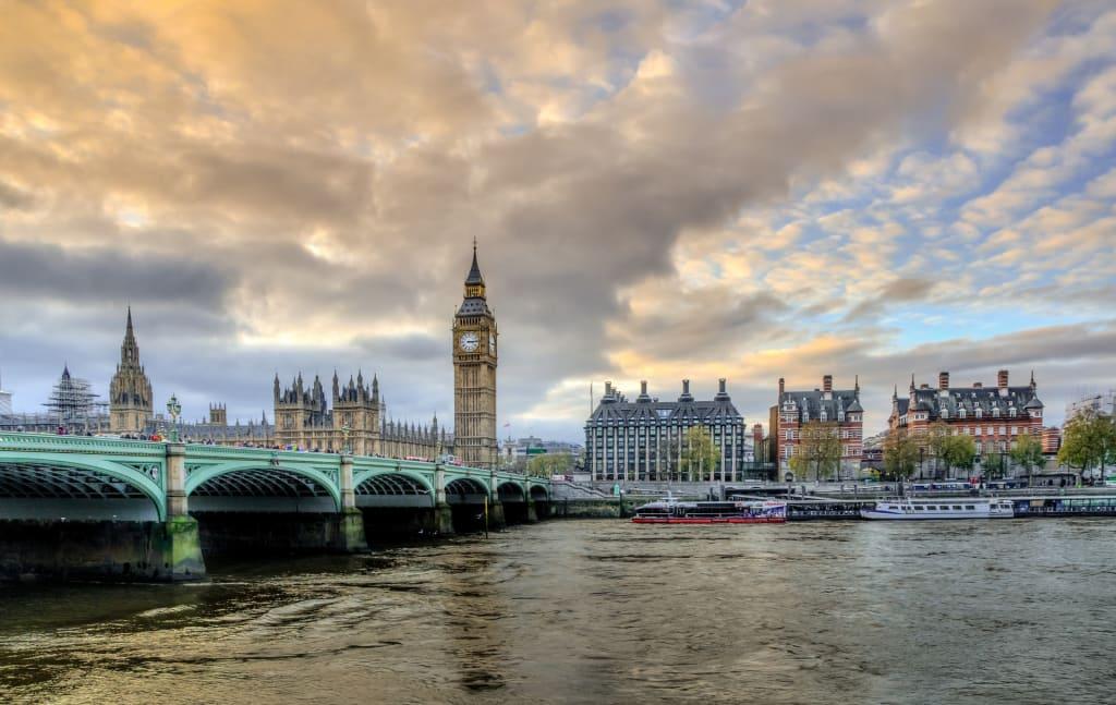 Big Ben, Ponto turístico de Londres, boa cidade para viajar sozinha na Europa