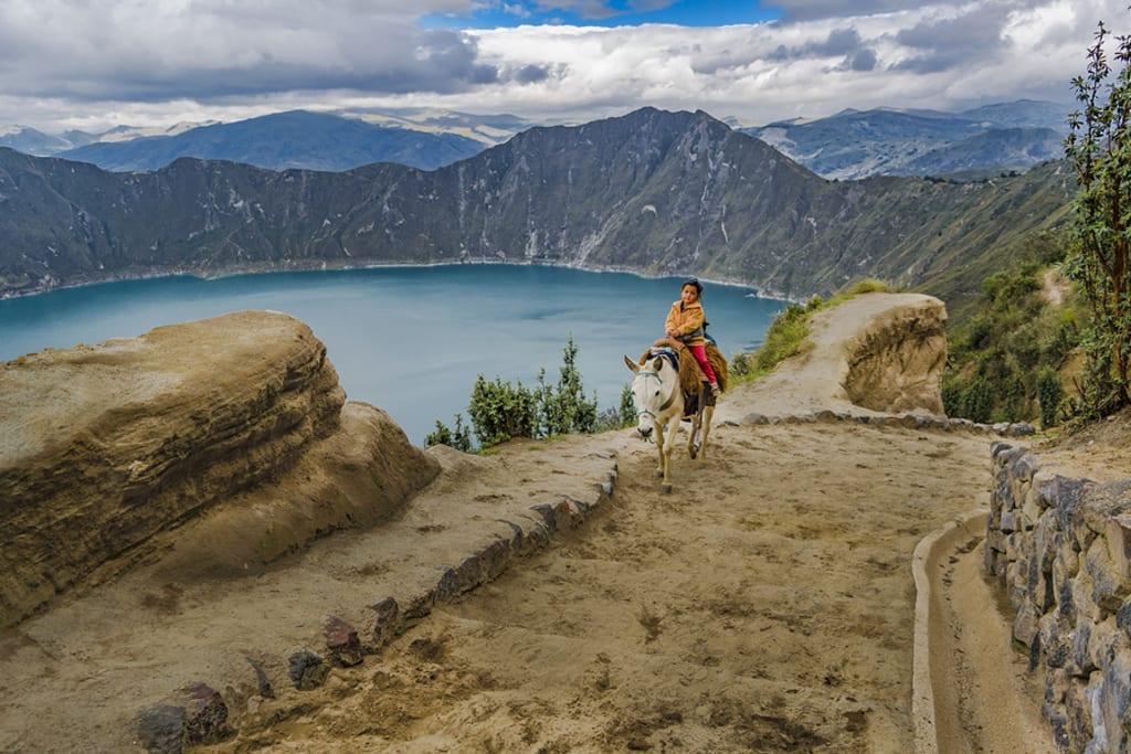 a costa equatoriana é repleta de riquezas naturais