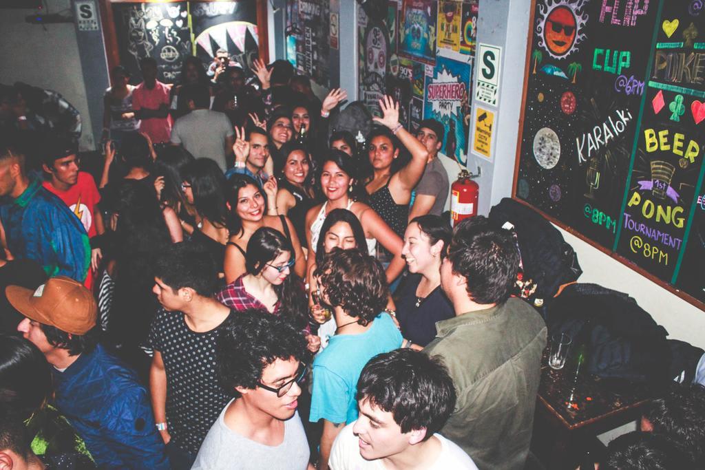 hacer-voluntariado-en-party-hostel-lima