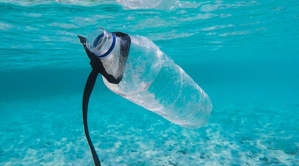 how to reduce plastic waste while traveling