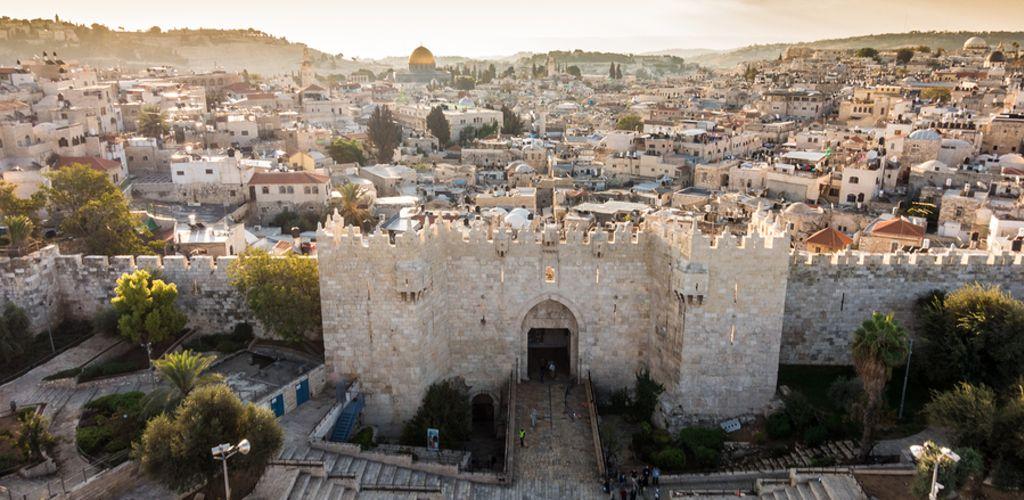 Muro da cidade de Jerusalém, ponto importante para a cultura do continente asiático