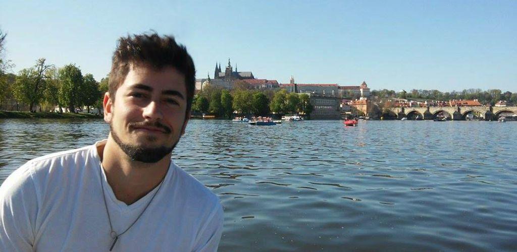 Voluntário em passeio no Rio Moldava em Praga