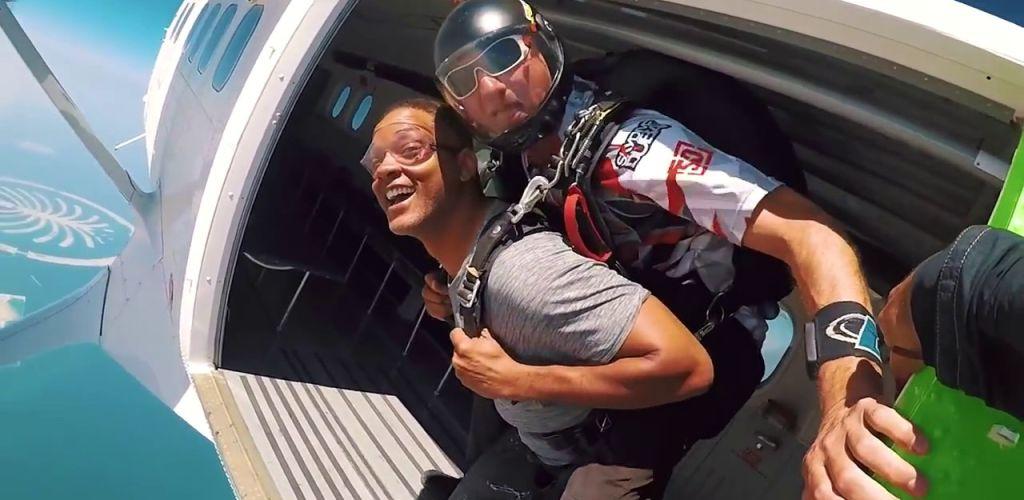 Foto viral de Will Smith saltando de paraquedas