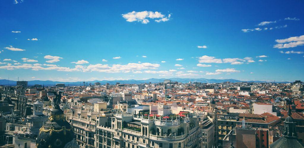 vista panorâmica de Madrid com ceu azul