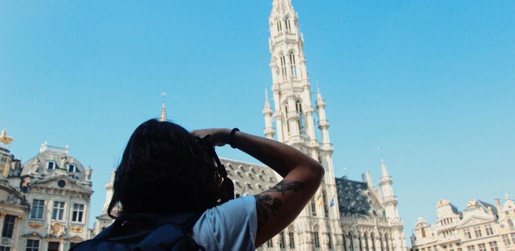 Fernanda fotografando na Bélgica