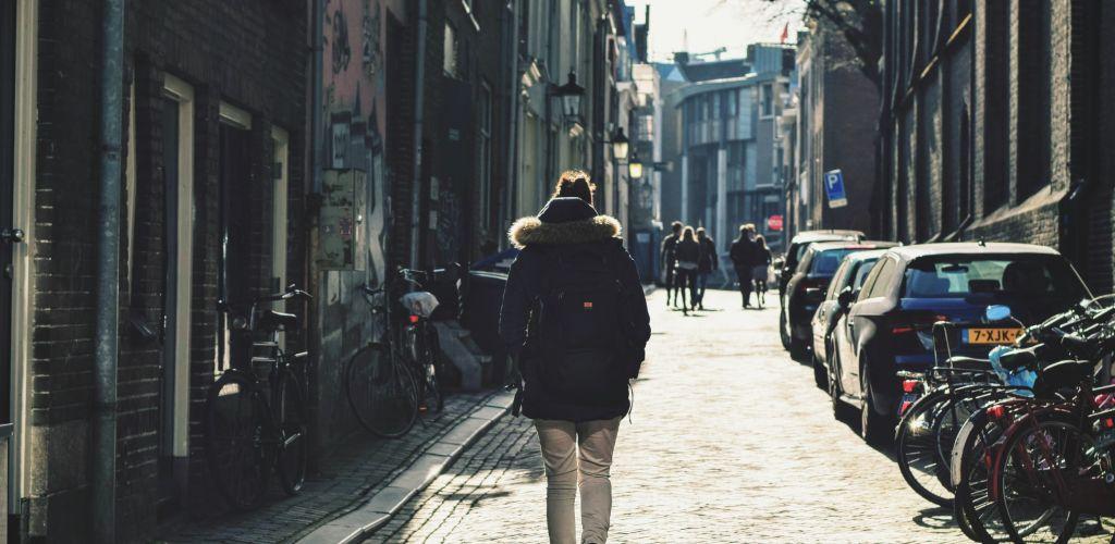 la libertad de viajar solo