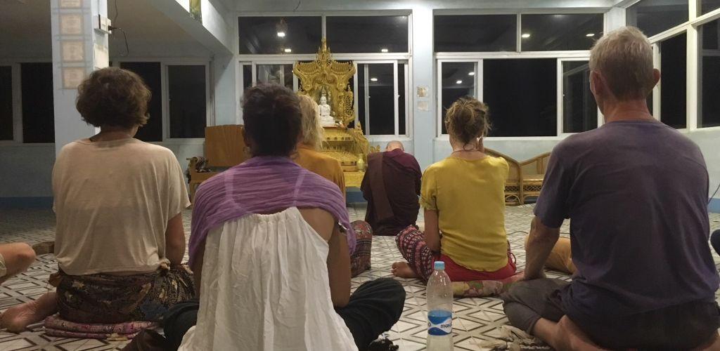 Elevando o karma em Myanmar