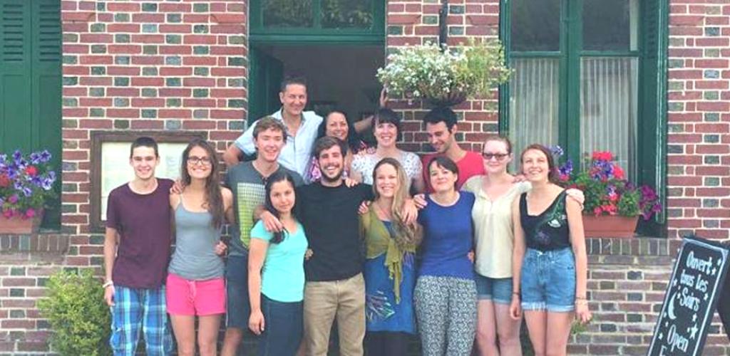 Grupo de voluntários no La Maison du Vert