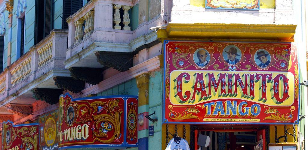 O Caminito é um bairro turístico de Buenos Aires