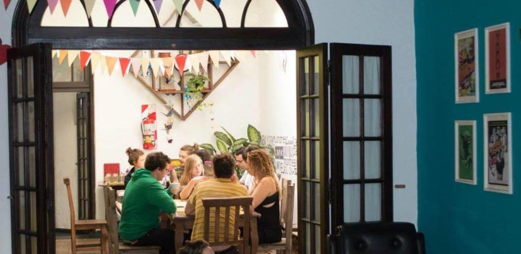 Recepción del hostel en Córdoba