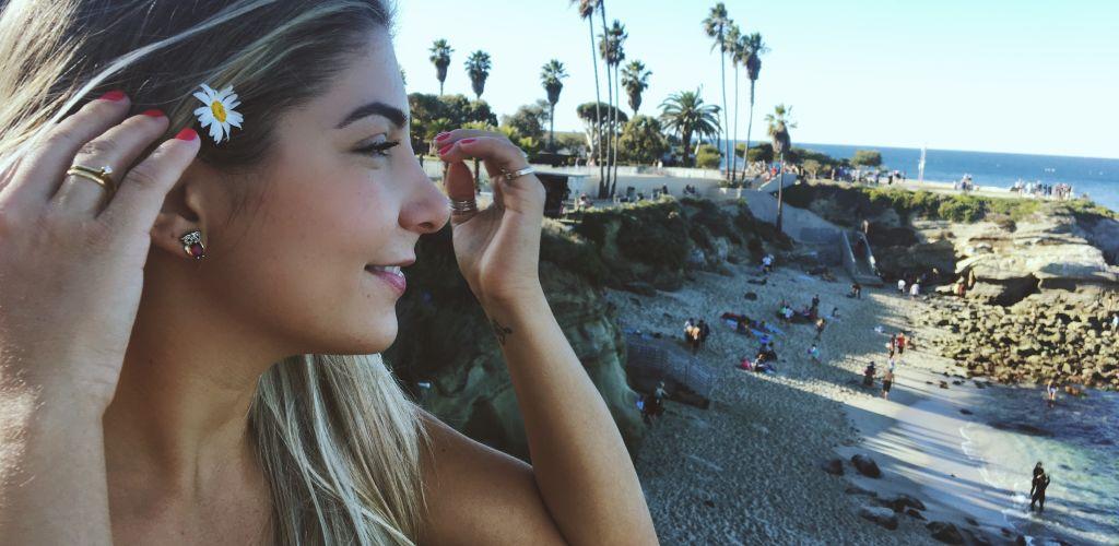 mulher-viajando-sozinha-para-a-california