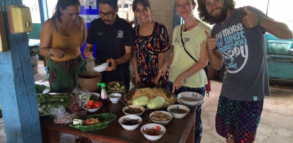 Viajeros cocinando