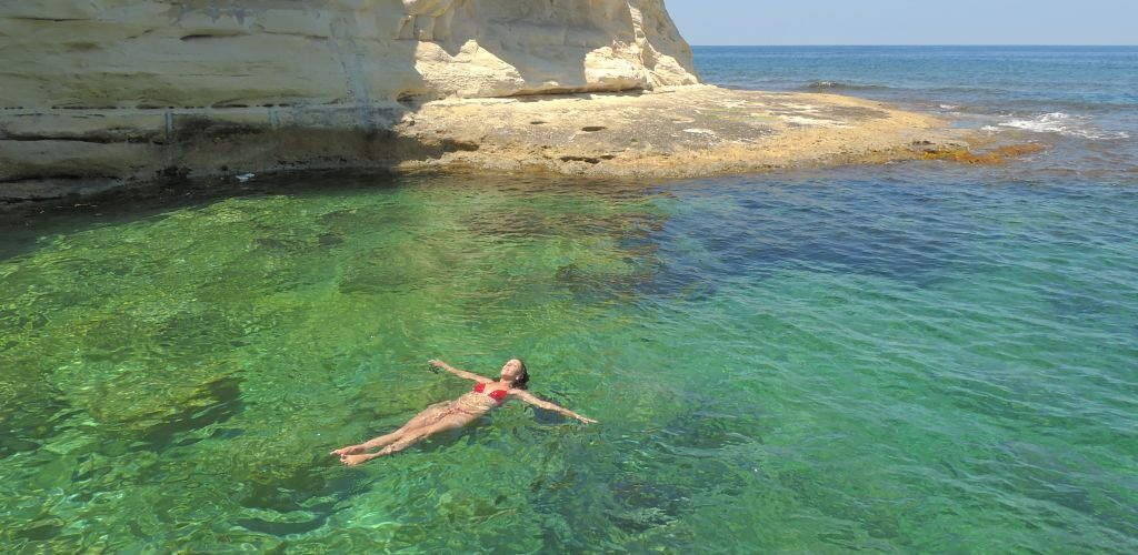 viajera aprendendo ingles en malta con worldpackers