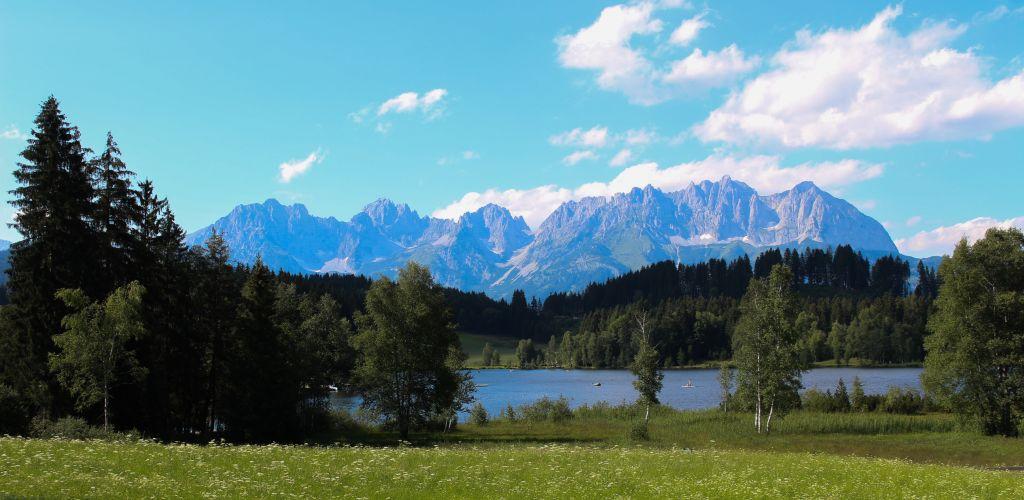 Lago Schwarzsee e Alpes - Kitzbühel - Áustria