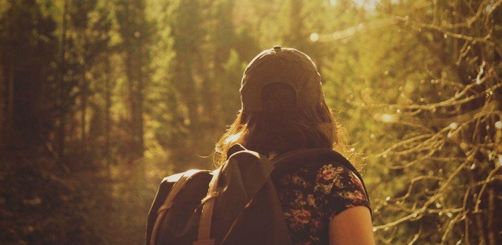 mujer viajando sola