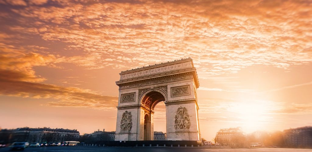 Check out these 10 travel tips on surviving France from a foreign who lived there for 8 months.