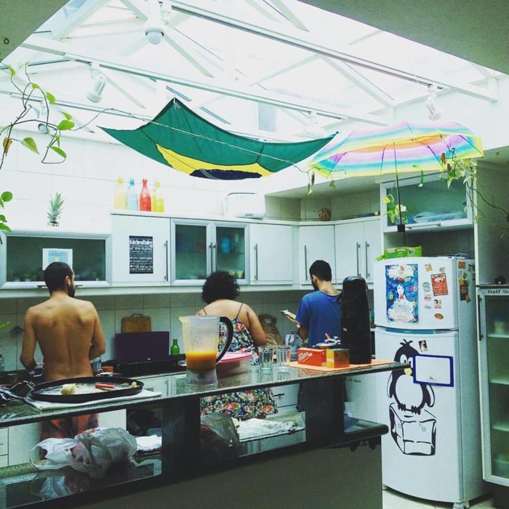 cozinha do Knock Knock Hostel