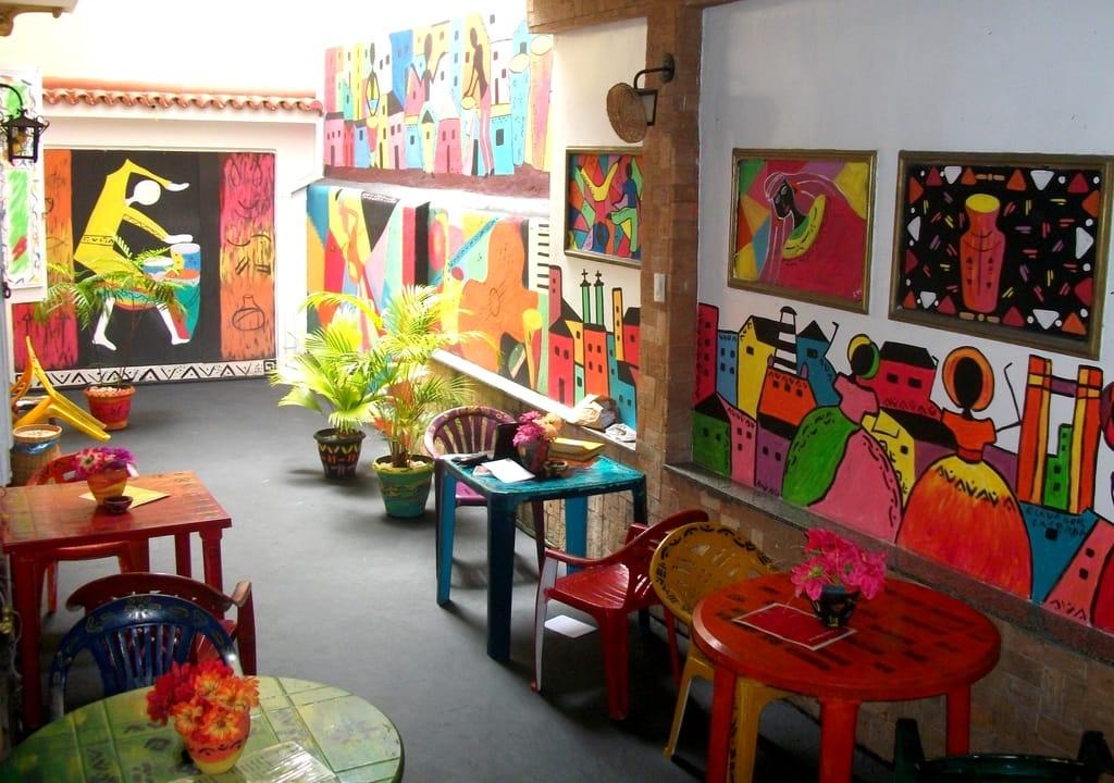 Casa de coletivo de artistas que aceitam trabalho voluntário no Nordeste